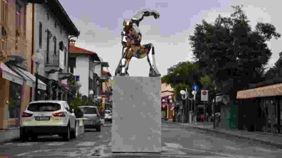 Que homenagem! Monumento do Homem de Ferro foi criado pelo artista Daniele Basso - Reprodução/Twitter