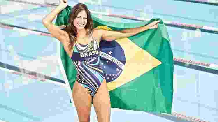 Fabíola Molina comemora sua primeira Olimpíada, em Sydney, em 2000 - Divulgação