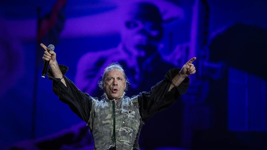 Bruce Dickinson, vocalista do Iron Maiden, em show no Rock in Rio - Eduardo Anizelli/Folhapress