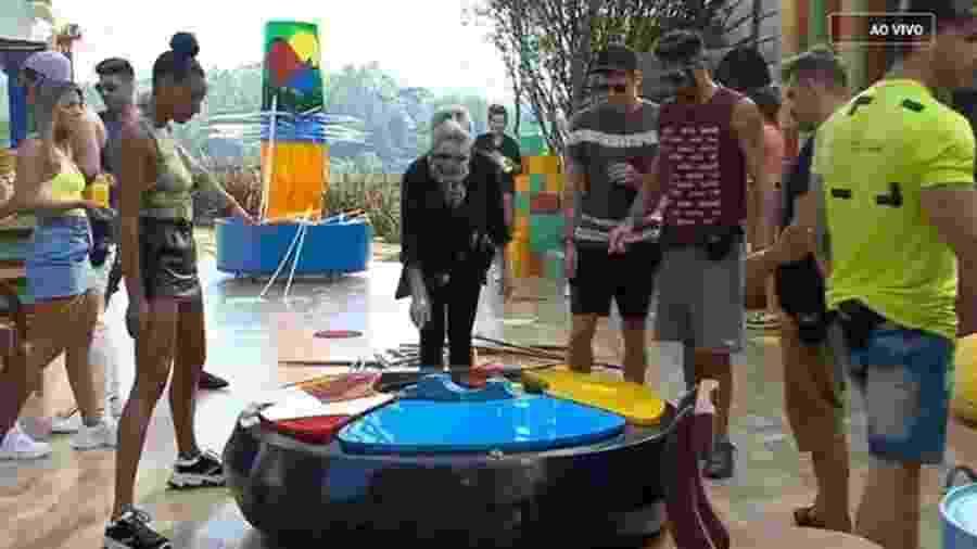 Peões jogam em atividade especial de Dia das crianças - Reprodução/Playplus