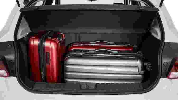 Porta-malas de 290 litros é generoso, mas ainda perde para os 320 litros do Sandero - Divulgação