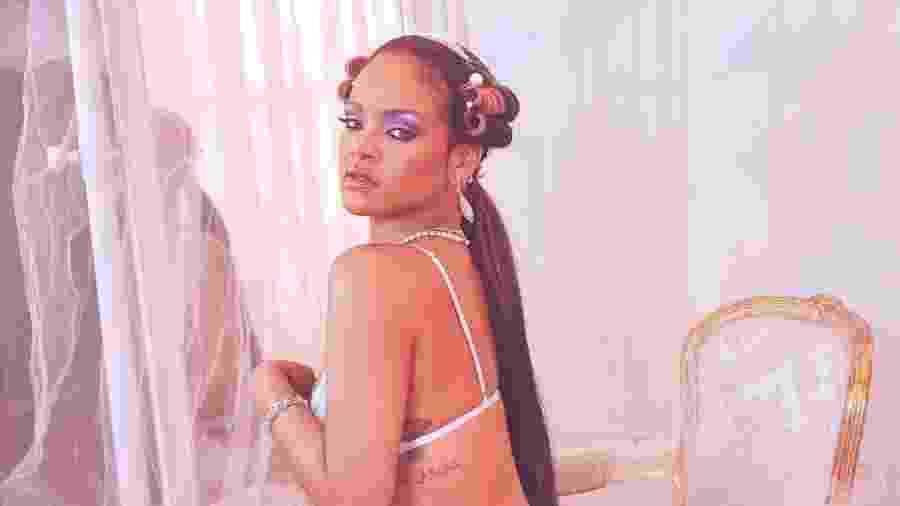 Rihanna posa com peça de sua marca de lingeria - Reprodução/Instagram