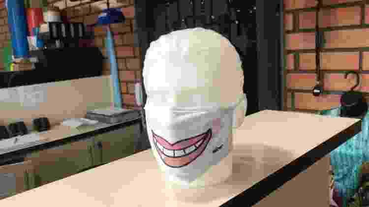 A máscara criada por Laerte para o projeto Contagiando Sorrisos - Divulgação - Divulgação