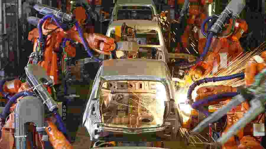 Linha de produção de carros de uma montadora em São José dos Pinhais (PR) - Divulgação
