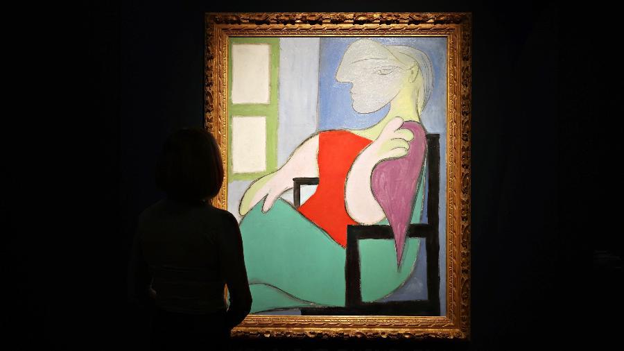 """07.05.2021 - """"Mulher Sentada Junto a uma Janela"""", de Pablo Picasso, é exposta ao público antes de leilão - Cindy Ord/Getty Images"""