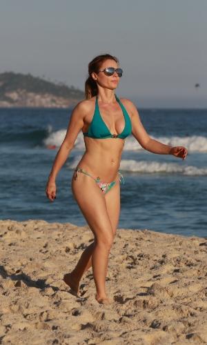 12.jul.2015 - Rita Guedes curte o domingo de sol na praia da Barra no Rio de Janeiro