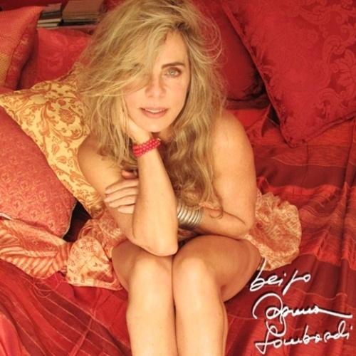 14.ago.2015 - Dias depois de causar furor nas redes sociais com uma foto de lingerie, Bruna Lombardi voltou a postar uma imagem sensual