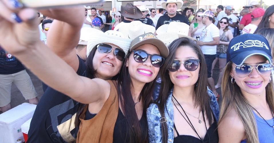 A Festa do Peão de Barretos de 2015 atraiu muita mulher bonita para o  Parque do 8d0e1144da9