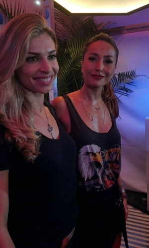 26.set.2015 - Grazi Massafera e Sabrina Sato posam juntas no sexto dia de shows do Rock in Rio