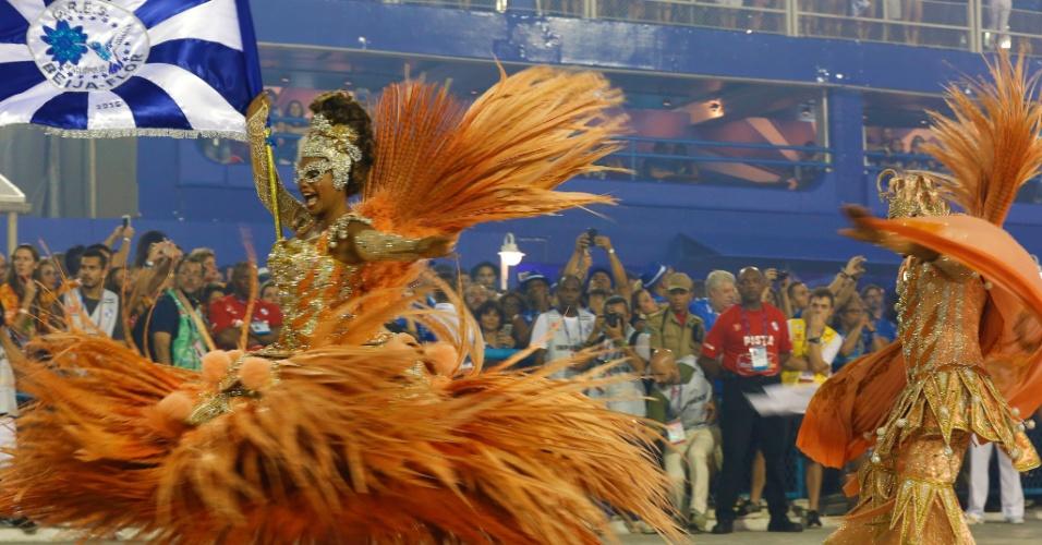 8.fev.2016 - Selminha Sorriso e Claudinho, casal de mestre-sala e porta-bandeira da Beija-Flor, que neste ano homenageia o Marquês de Sapucaí