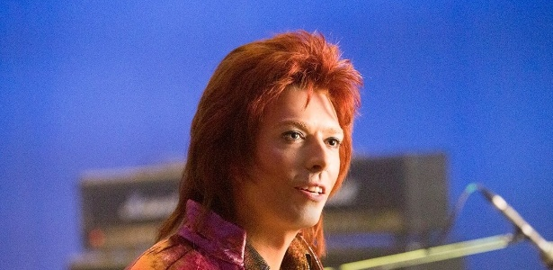 """Noah Bean interpreta David Bowie em cena da série """"Vinyl"""" - Divulgação/HBO"""