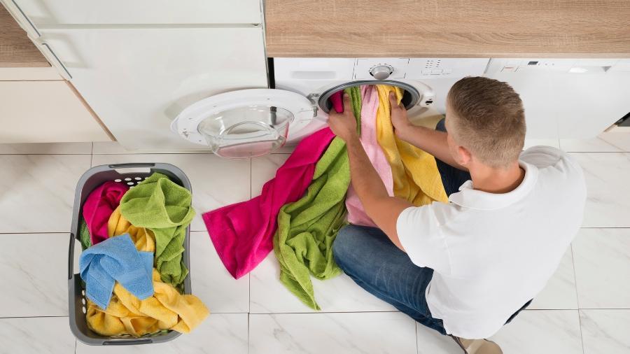 Em muito países, as casas não têm lavanderia. A lavadora fica na cozinha, banheiro ou em um espaço comum do prédio - Getty Images
