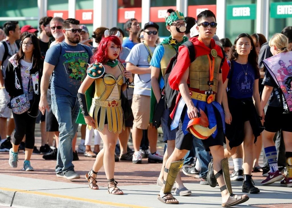 21.jul.2016 - Fãs de super-heróis, HQs e cultura pop chegam fantasiados para o primeiro dia de San Diego Comic-Con 2016