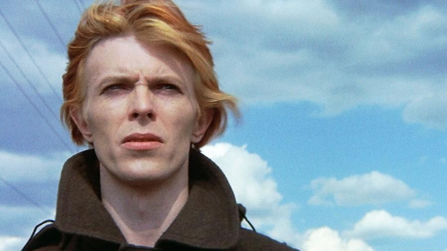 """""""O Homem que Caiu na Terra"""" (1976), do inglês Nicolas Roeg, traz David Bowie no papel de um alienígena  - Divulgação"""