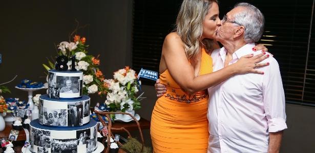 Esposa gostosa fez surpresa pro marido - 5 3