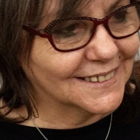 A escritora chinela  Diamela Eltit - Divulgação