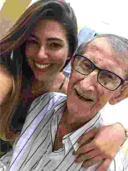 Ex-BBB Vivian Amorim com o avô, Aldemir, de 98 anos - Reprodução/Instagram