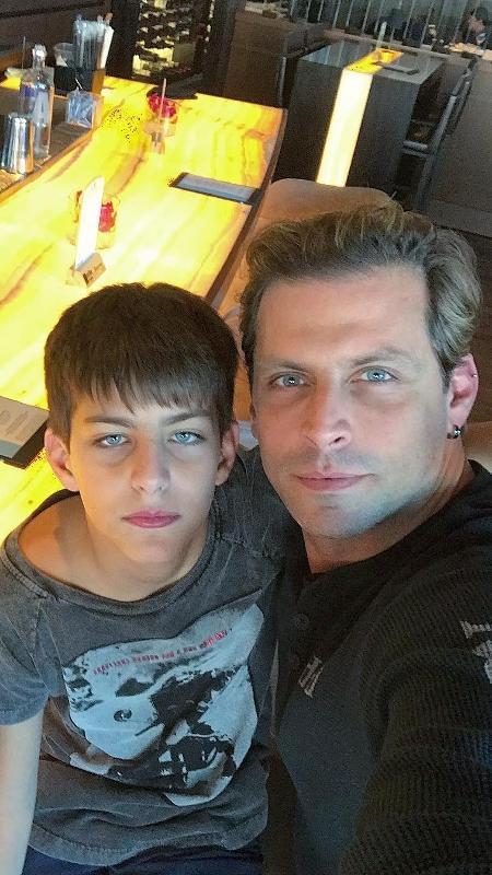 Henri Castelli com o filho, Lucas - Reprodução/Instagram