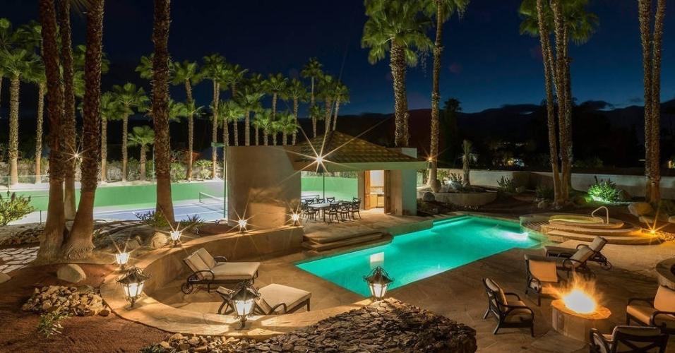 Para sua apresentação no Coachella, o rapper Kendrick Lamar ficou hospedado em uma casa com piscina, quadra de tênis e spa na cidade de Rancho Mirage, no deserto californiano, com diárias de R$ 5.415. https://www.airbnb.com.br/rooms/16454878