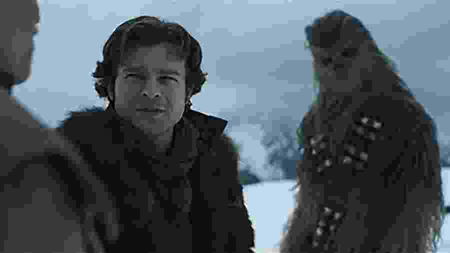 """Han Solo e Chewbacca em cena de """"Solo: Uma História Star Wars"""" - Reprodução"""