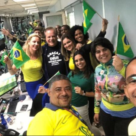 """Chico Pinheiro nos bastidores do """"Bom Dia Brasil"""" - Reprodução/Instagram"""