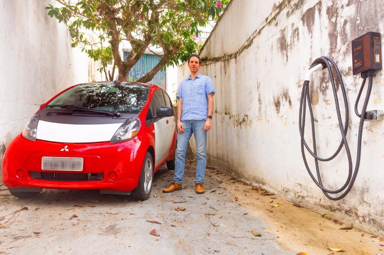 ce64f359c0 Ele comprou um carro elétrico usado e gasta R  30 para rodar 480 km