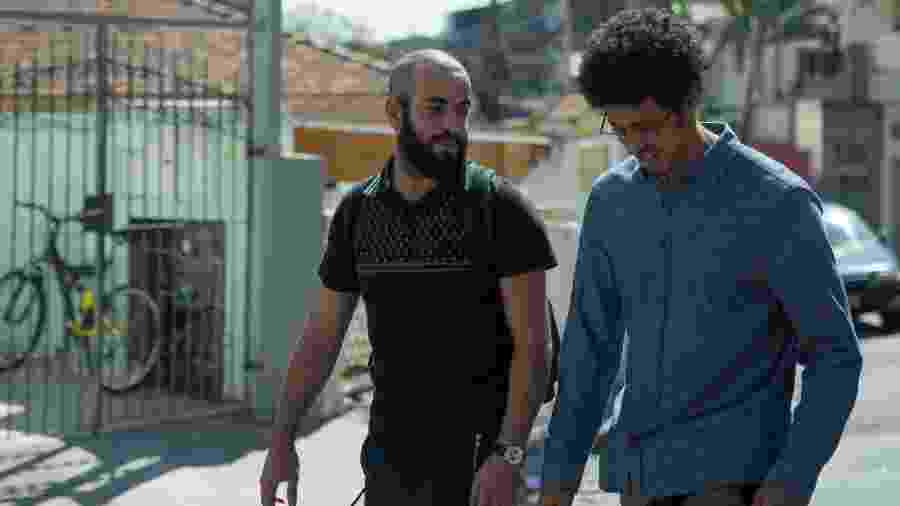 """Henrique Santana (Salim) e Luís Navarro (Biriba) durante as filmagens de """"Pico da Neblina"""" - Alile Dara/Divulgação"""