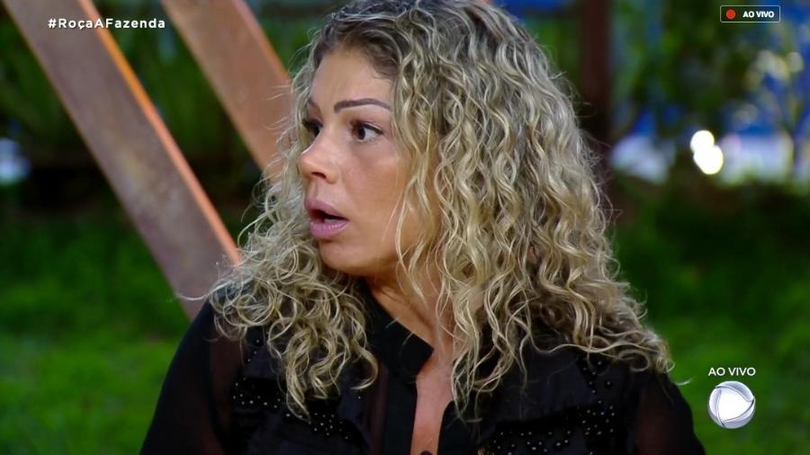 Catia Paganote discute com peões durante votação - Reprodução/RecordTV