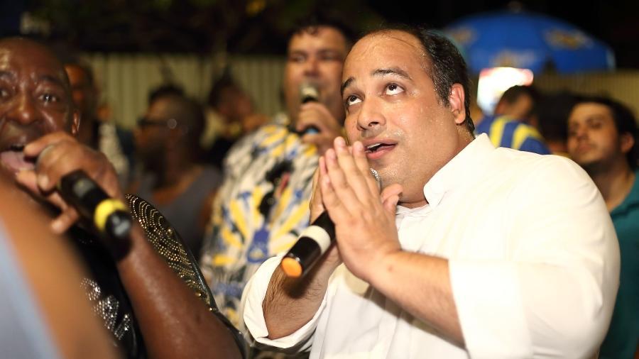 Padre Omar em ensaio de rua  - Mauro Samagaio/Divulgação