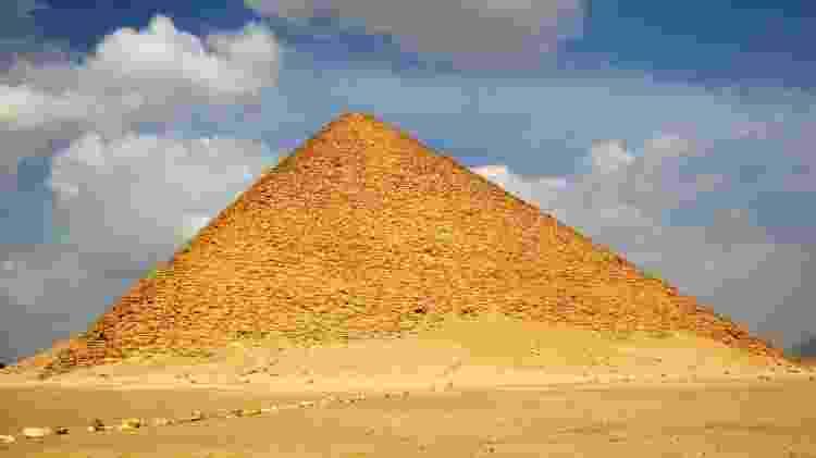 A Pirâmide Vermelha pode ser visitada por 60 libras egípcias (R$ 15) - Getty Images/iStockphoto