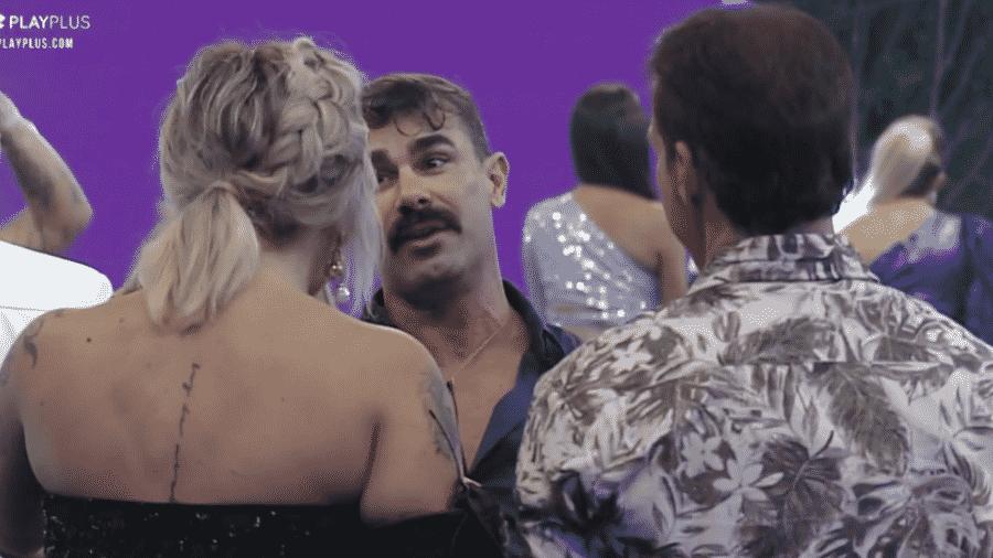 Jorge conversa com Tati Dias durante festa - Reprodução/PlayPlus