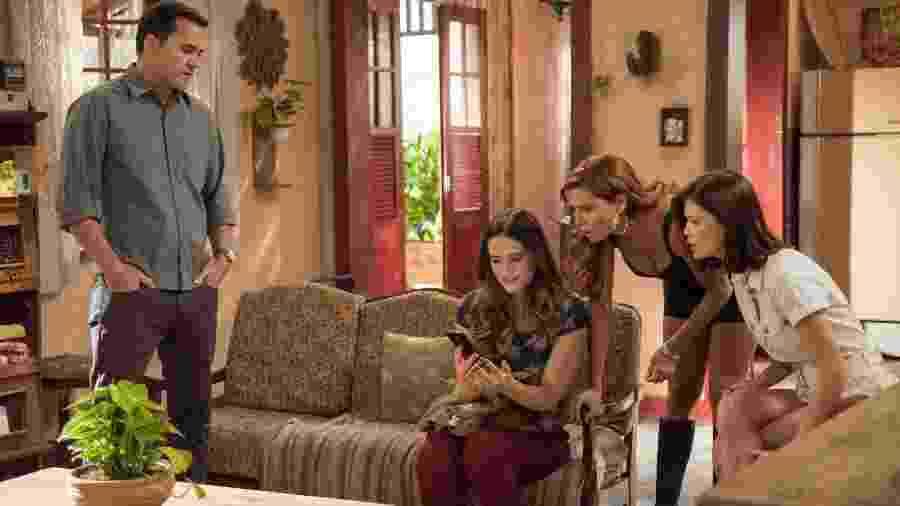 Ermelinda avisa a Zezinho que Luna/Fiona sumiu - Globo/Camilla Maia