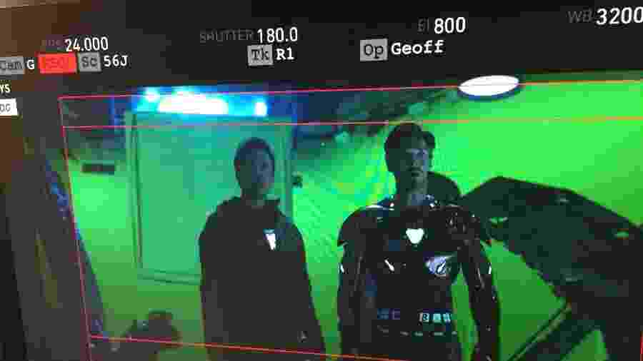 "Robert Downey Jr. e Benedict Cumberbatch nos bastidores de ""Vingadores: Guerra Infinita"" - Reprodução/Twitter"
