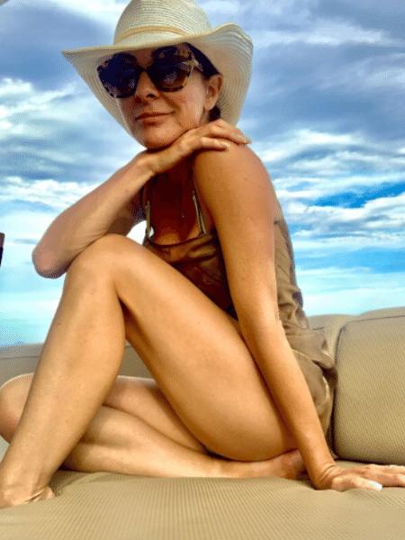 Ana Paula Padrão incentivou liberdade das mulheres e agradeceu movimentos feministas ao posar de maiô durante férias - Reprodução/Instagram