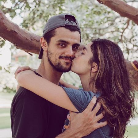 Felipe Simas e Mariana Uhlmann estão juntos há nove anos - Reprodução/Instagram