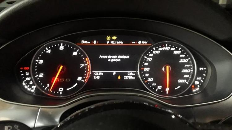 RS6 Avant é equipada com motor V8 e acelera como superesportivo sem abrir mão do espaço interno - Divulgação - Divulgação