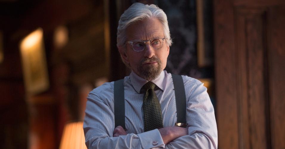 """Em """"Homem-Formiga"""", o ator Michael Douglas interpreta Hank Pyn, o cientista que inventa o traje capaz de fazê-lo encolher para atuar como espião na Guerra Fria"""