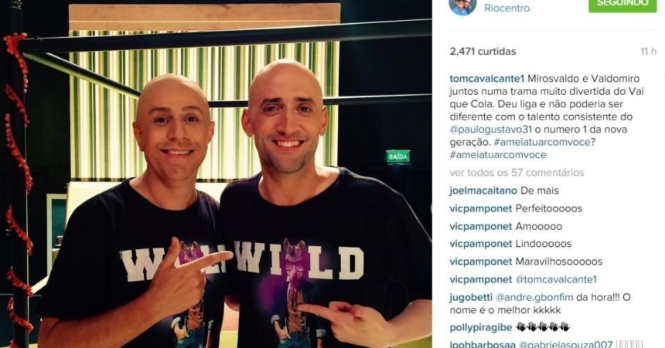 18.ago.2015 - Na noite desta terça-feira, Tom Cavalcante postou uma foto em seu Instagram em que aparece 'careca' ao lado de Paulo Gustavo.