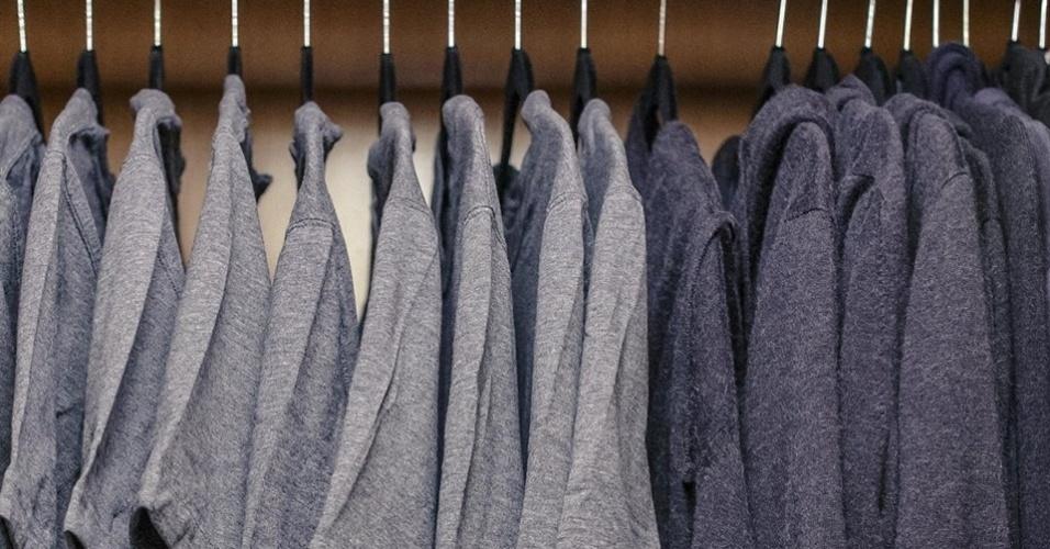 Mark Zuckerberg faz piada com os únicos dois tipos de peça em seu armário: camisetas e moletom
