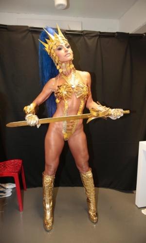 8.fev.2016 - Sabrina Sato, rainha de bateria da escola, se prepara para o desfile da Vila Isabel. A Vila é a primeira escola a desfilar no segundo dia na Sapucaí