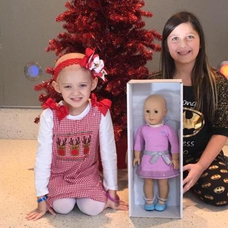 Bella durante uma das doações. - Reprodução/Facebook