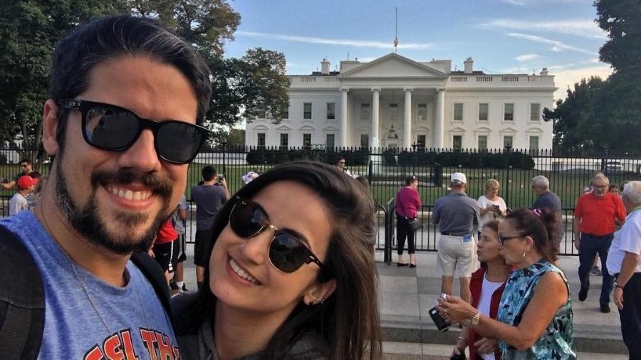 Phelipe Siani e Mari Palma posam em frente à Casa Branca, em Washington - Reprodução/Instagram/phelipe.siani