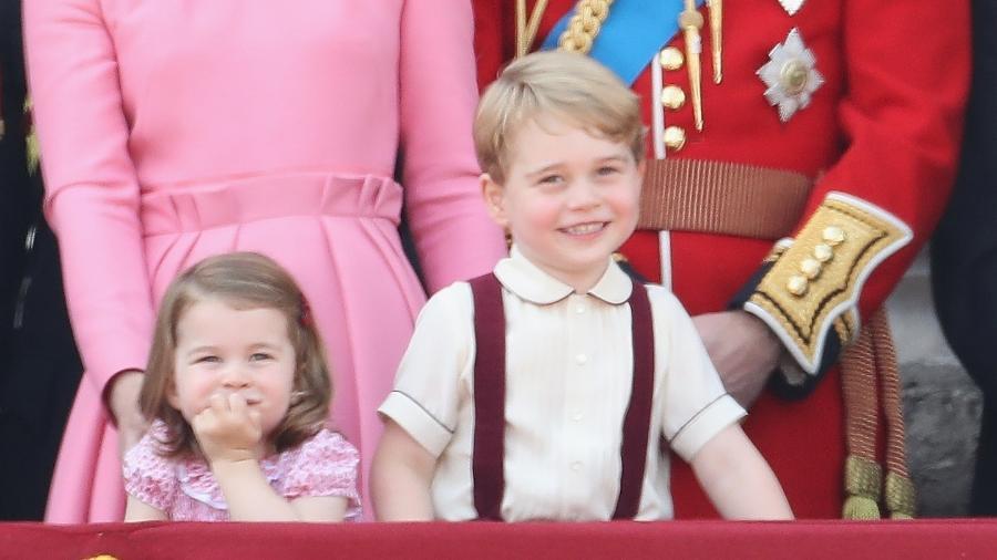 A duquesa e o duque de Cambrige com a princesa Charlotte e o príncipe George, do Reino Unido - Getty Images