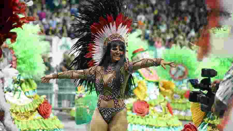 Viviane Araújo brilha em desfile pela Mancha Verde em São Paulo - Ricardo Matsukawa/UOL
