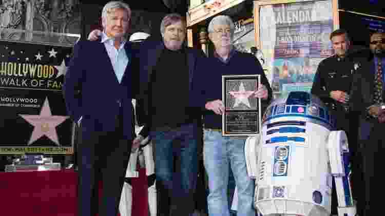 Harrison Ford, Mark Hamill, o cineasta George Lucas e o droide R2-D2 posam para foto em Los Angeles - Valerie Macon/AFP Photo - Valerie Macon/AFP Photo