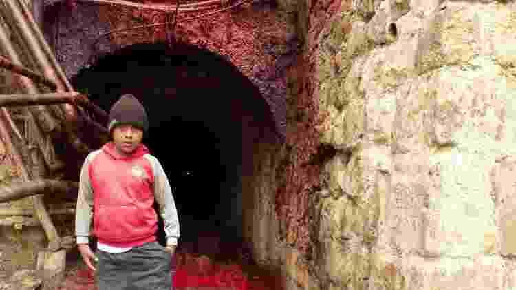 É possível ver crianças no ambiente agressivo da mina do Cerro Rico - Marcel Vincenti/UOL - Marcel Vincenti/UOL