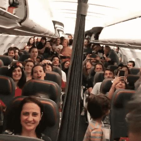 Portugueses homenageiam Caetano Veloso em voo - Reprodução/Facebook