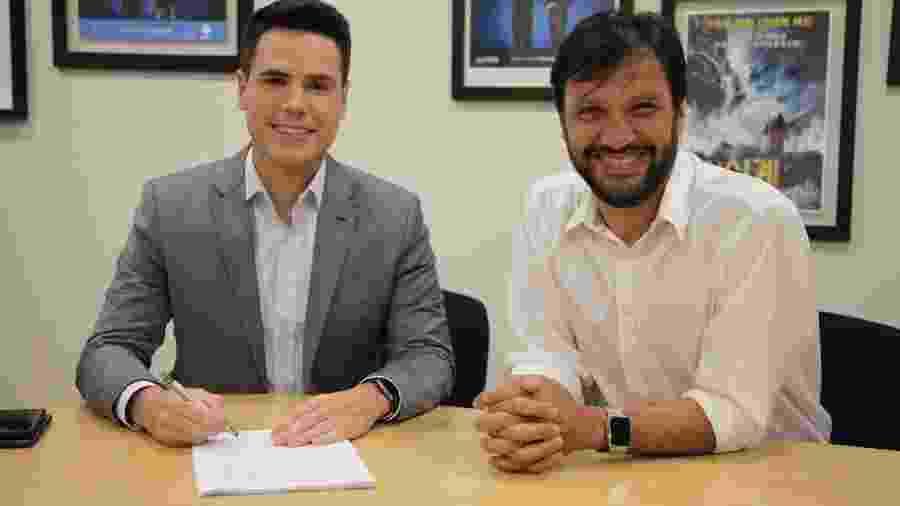 Luiz Bacci com o vice-presidente de Jornalismo da Record, Antonio Guerreiro  - Divulgação/TV Record