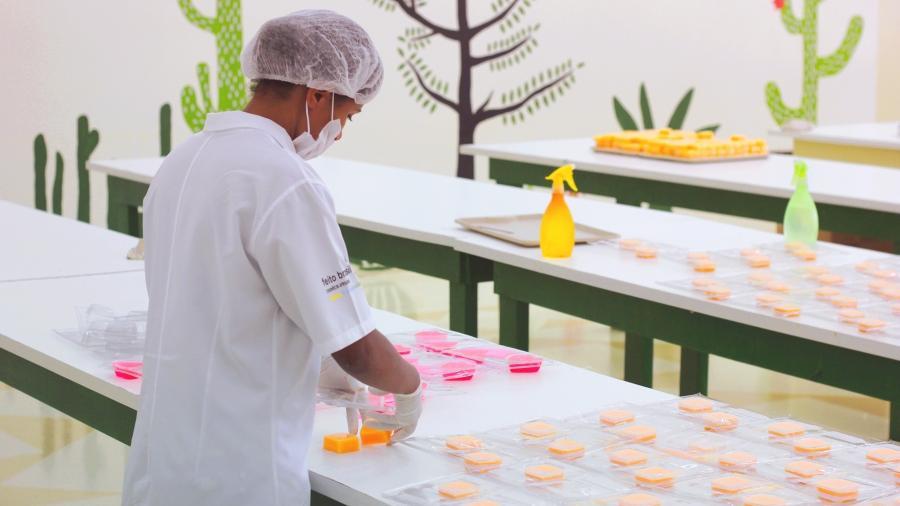 A produção da Feito Brasil é artesanal e utiliza ingredientes naturais, sem testes em animais - Divulgação