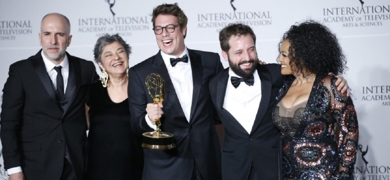 """Comediantes do """"Porta dos Fundos"""" recebe prêmio em Nova York - Reprodução/Twitter/iemmys"""